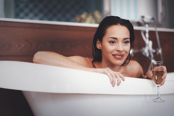 Russian girls and sex in the bathtub
